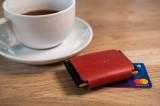 Kožená peněženka FIXED Smile Tiny Wallet se smart trackerem FIXED Smile PRO, červená