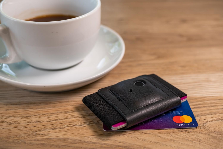Kožená peněženka FIXED Smile Tiny Wallet se smart trackerem FIXED Smile PRO, černá