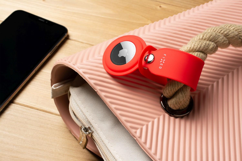 Silikonové pouzdro s popruhem FIXED Silky pro Apple AirTag, červená
