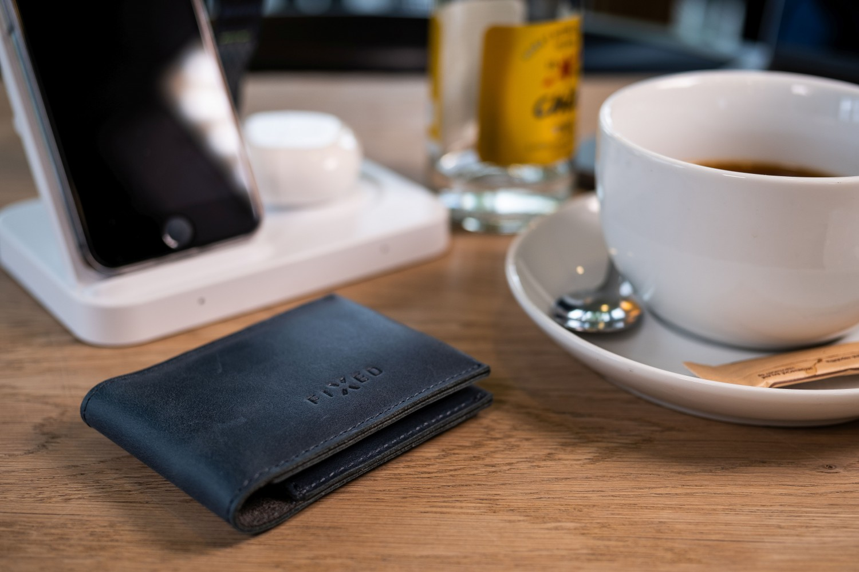 Kožená peněženka FIXED Wallet for AirTag, modrá