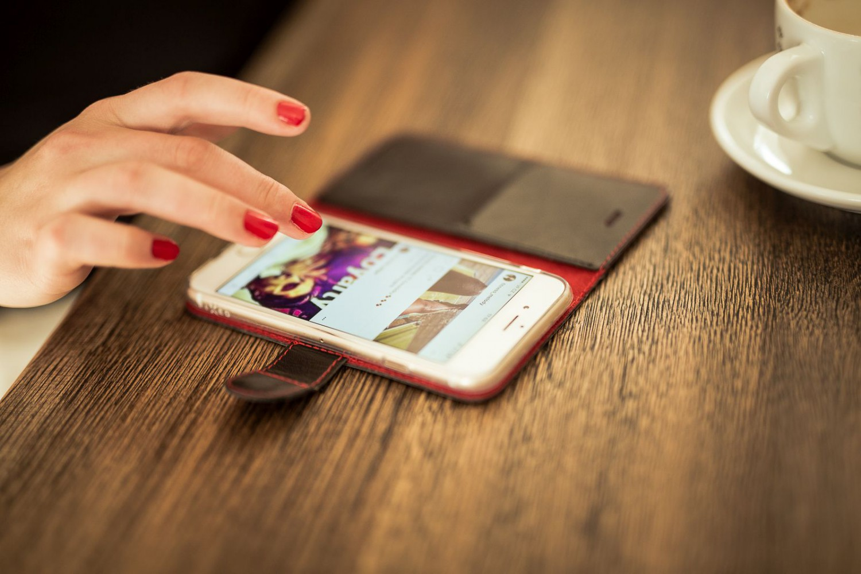 Flipové pouzdro FIXED FIT pro Apple iPhone 13 mini, černá