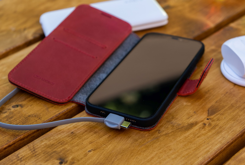 Kožené pouzdro typu kniha FIXED ProFit pro Apple iPhone 13 Pro, červená