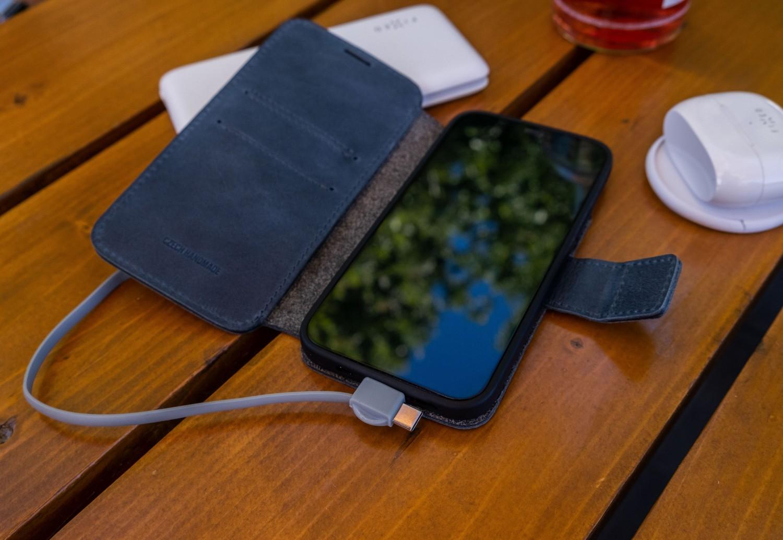 Kožené pouzdro typu kniha FIXED ProFit pro Apple iPhone 13 Pro, modrá