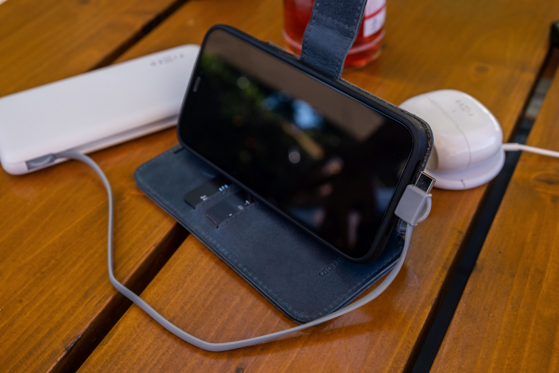 Kožené pouzdro typu kniha FIXED ProFit pro Apple iPhone 13, modrá